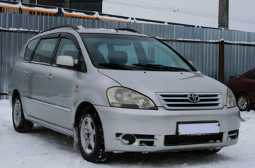 Toyota Avensis Verso I, 5 мест, 2002 г.