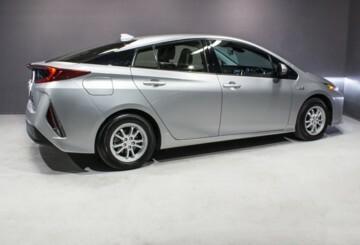 Toyota Prius Prime, 2017 г.